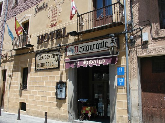 Hotel Condes de Castilla: La entrada