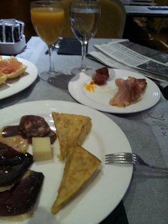 Silken Luis de Leon : Desayuno