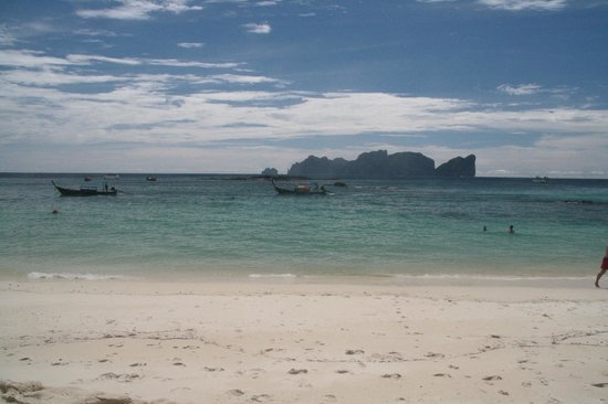Phi Phi Hill Resort: View of Shark point