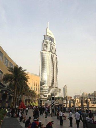 The Address Downtown Dubai : El Hotel desde la entrada al centro comercial