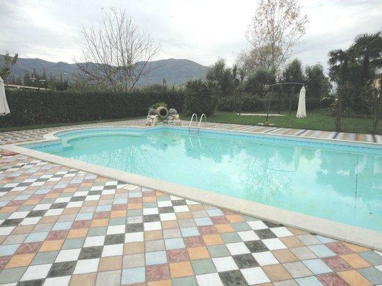 Villa Corte Degli Dei : La piscina