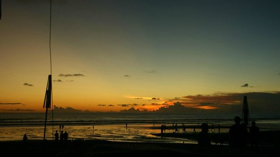 Tekor Bali: Встреча заката за столиком!