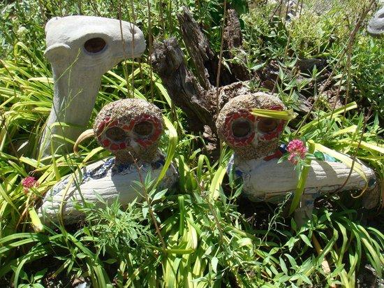 The Owl House: Sculptures dans le jardin