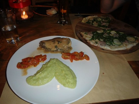 Trattoria Seminyak: Chicken stuffed with mushrooms accompanied with roasted baby tomatoes and zucchini mash