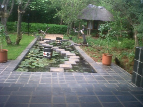 Kedar Heritage Lodge, Conference Center & Spa: Picture from the garden