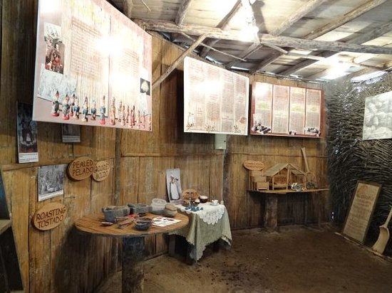Ecuador Chocolate Lodge : museo chocolate por dentro