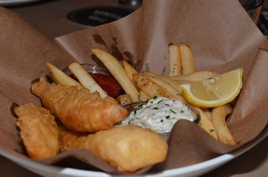 Bonefish Grill: Fish n' Chips - delicous! Not greasy