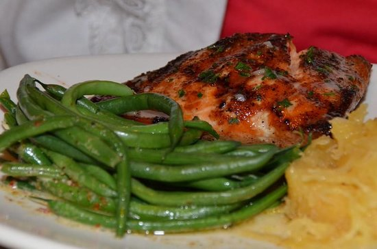 Bonefish Grill: Salmon with green beans - said one of the best she's had!