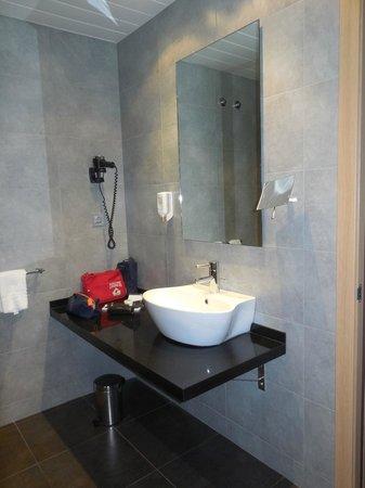 Sercotel Hotel Gran Bilbao: Zona de lavabo