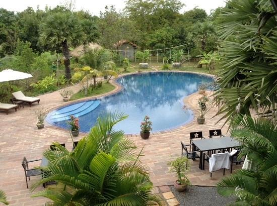 Battambang Resort : the pool from upstairs restaurant