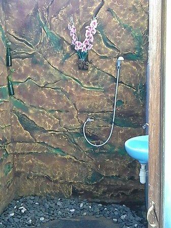 Rumahku Homestay: Bath room