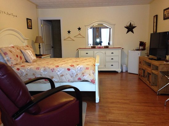Moose River Guesthouse: Queen suite on main floor
