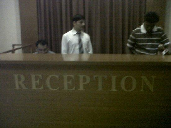Hotel Brookside: Reception Desk