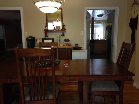 Moose River Guesthouse: Dining room