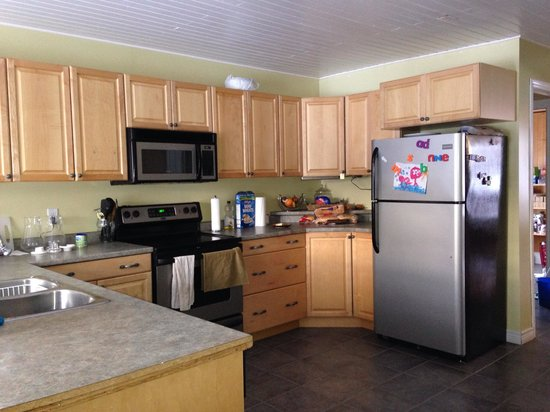 Moose River Guesthouse: Communal kitchen