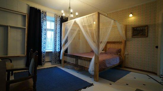 Kuninkaan Kaarre: Four poster bed