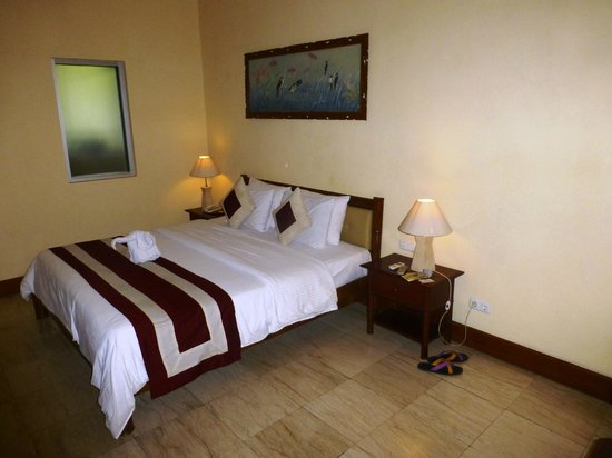 Grand Istana Rama Hotel Bali : bed, see, how the daylight stays out