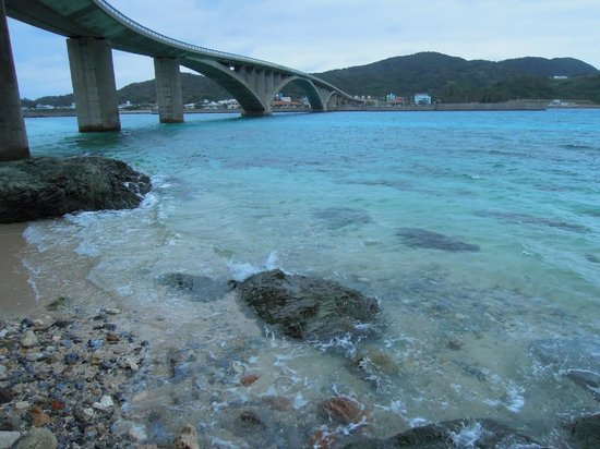 Aka Bridge: 橋の向こう側から阿嘉港方面