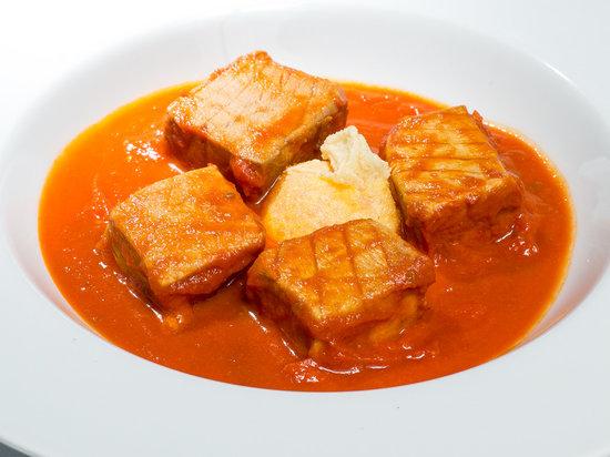 La Mascaipacha Puerto: Tarantelo Atún rojo salvaje en salsa de tomate con yema en tempura