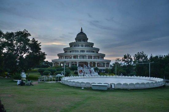 Art of Living International Center : Magical Vishalaxmi Mantap