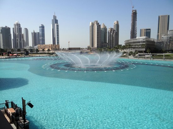 Mango Tree: View of the fountains in front of the Burj Khalifa