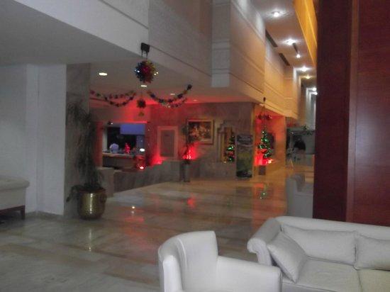 Marhaba Palace Hotel : the foyer at Christmas