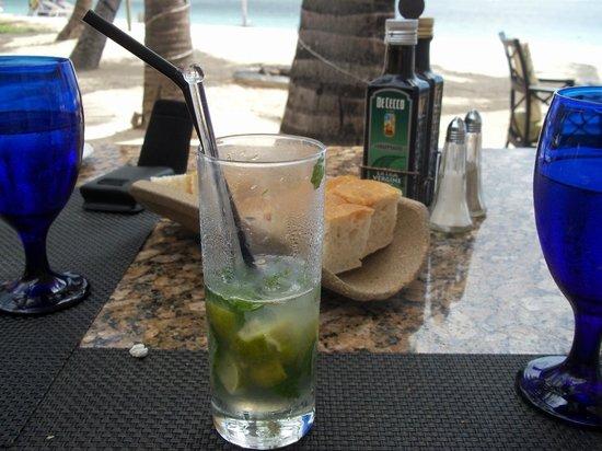 Sugar Beach Golf & Spa Resort: restaurant italien au bord de la plage