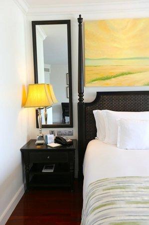InterContinental Samui Baan Taling Ngam Resort: standard room bed