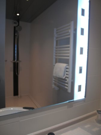 Hotel Roi Soleil Prestige : salle douche