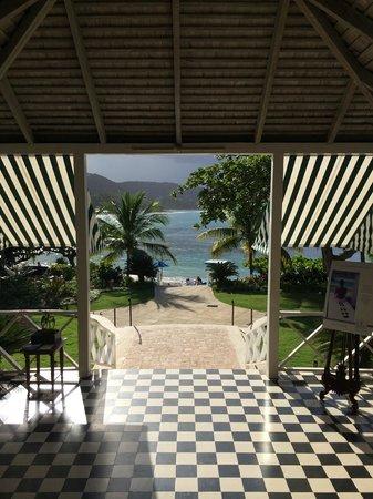Round Hill Hotel & Villas: Reception Area