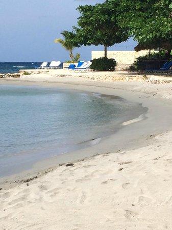Round Hill Hotel & Villas : Beach