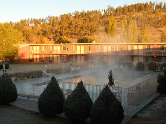 Days Inn Flagstaff - West Route 66 : Hot pool in a very cold day