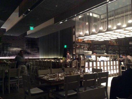Island Creek Oyster Bar: Dining area