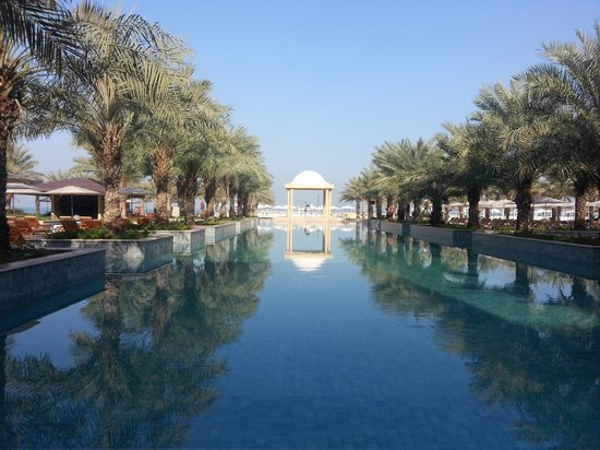 Hilton Ras Al Khaimah Resort & Spa: Breakfast view by the pool