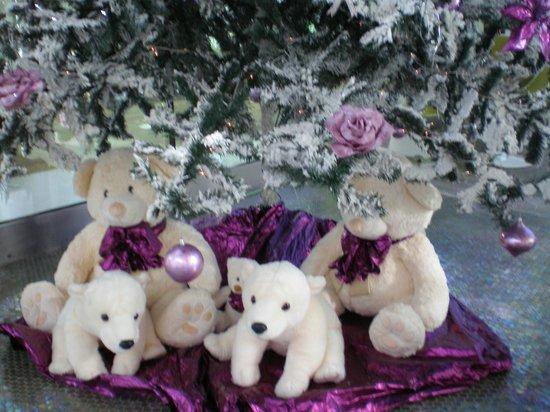 Riviera Beachotel: Decoration Under Christmas Tree in Foyer