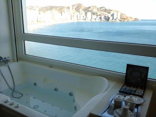 Villa Venecia Hotel Boutique: Jacuzzi, vistas a la bahía de Benidorm