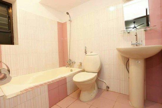 Hotel Family Home: Bathtop