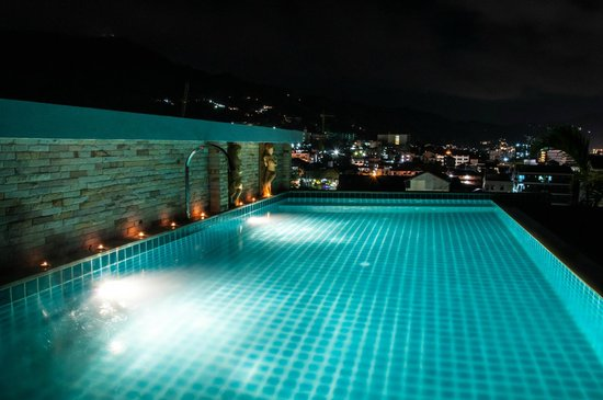 Patong Mansion Hotel : Swimming Pool by night