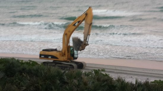 Las Olas Beach Club: Heavy equipment moving up/down beach