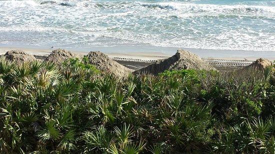Las Olas Beach Club: Mounds of sand on the beach