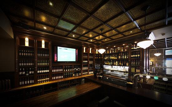 Ma Nolan's Nice Port: The back bar