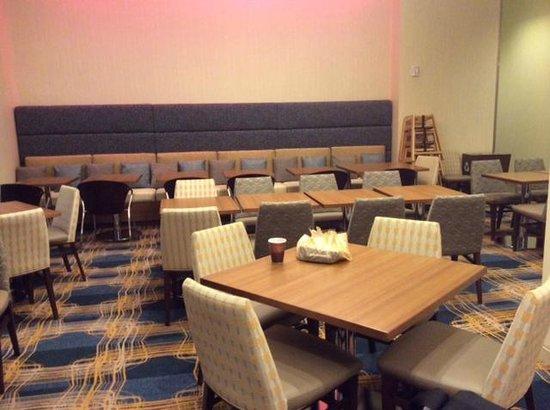 Residence Inn by Marriott Boston Back Bay/Fenway: dining