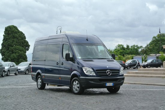RomeInLimo Tours & Excursions: Fantastic vehicle for sightseeing!