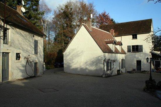 Le Petit Moulin : La cour