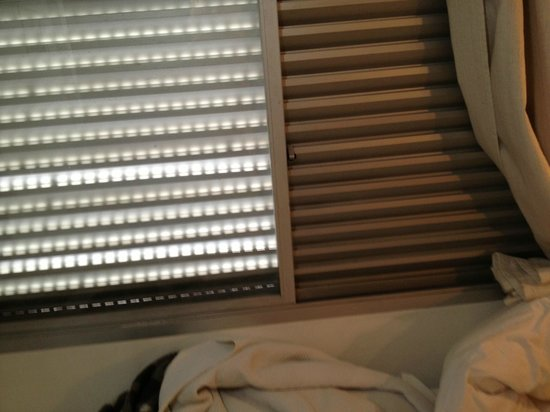 Bela Cintra Flat Service: Janelas sem vidro