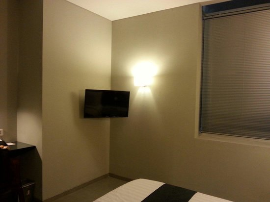 Loft Legian Hotel: Bay window and lcd tv