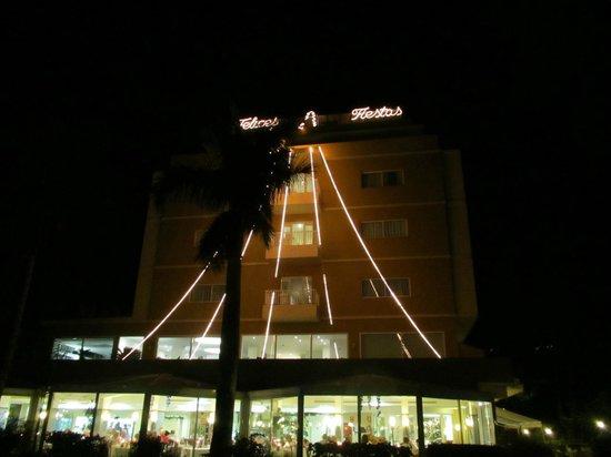 Hotel Tigaiga: Weihnachtliche Aussenansicht