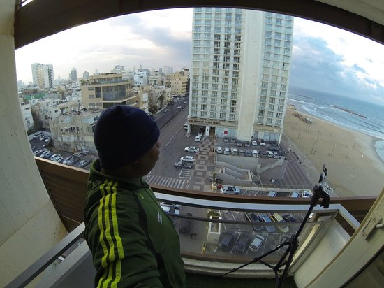 Herods Tel Aviv: 50/50 room view. half city half shoreline. Beautiful