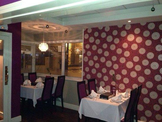 Zaika Indian Cuisine: Modern decor