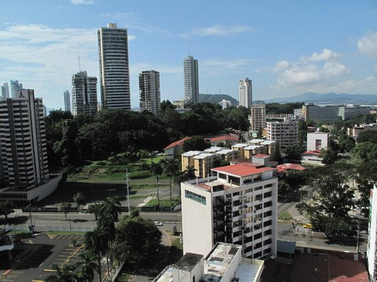 Hilton Garden Inn Panama: rooftop patio view